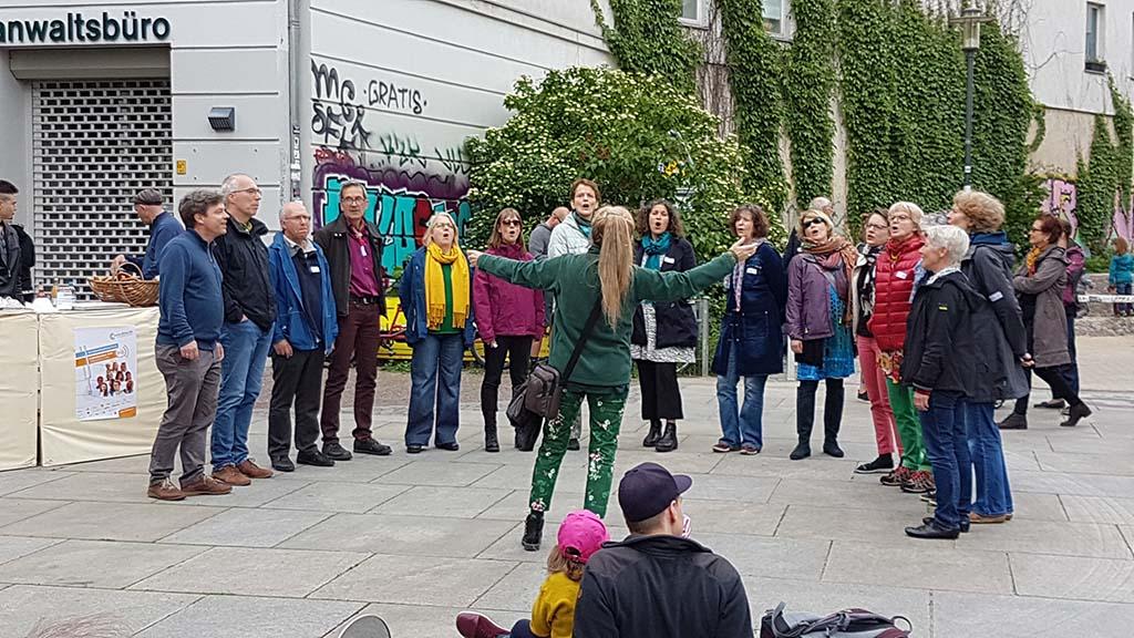 Der Berliner Jodelchor unter Leitung von Ingrid Hammer beim CrelleChorfest 2018