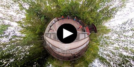Kreisförmig verformte Aufnahme einer Jodelgruppe unter Leitung von Ingrid Hammer auf dem Schöneberger Südgelände - Video-Vorschau-Bild (Link zu vimeo.com)